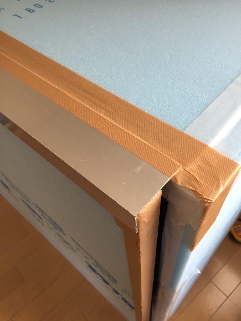 天井にアルミアングル貼り付け